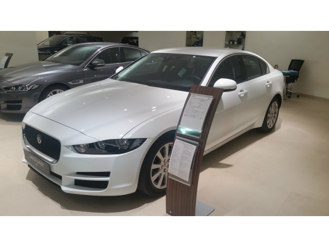 Foto Jaguar XE 2.0 D Turbo 180CV