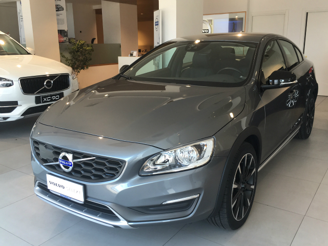 Foto Volvo S60 Cross Country D4 AWD Geartronic Summ