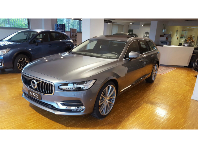 Foto Volvo V90 D4 AWD Momentum Geartronic