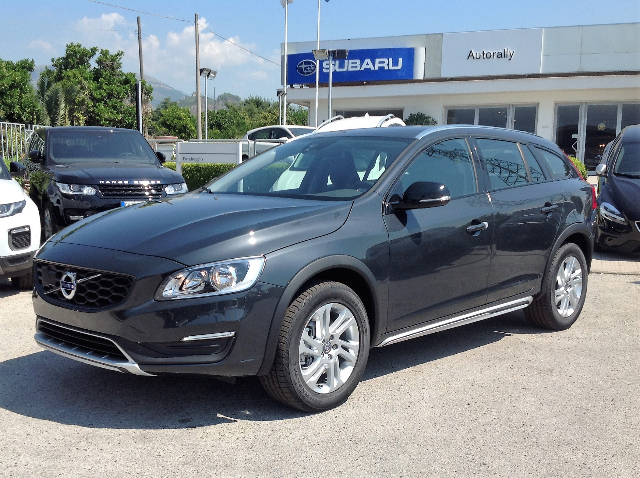 Foto Volvo V60 Cross Country D3 Geartronic Business