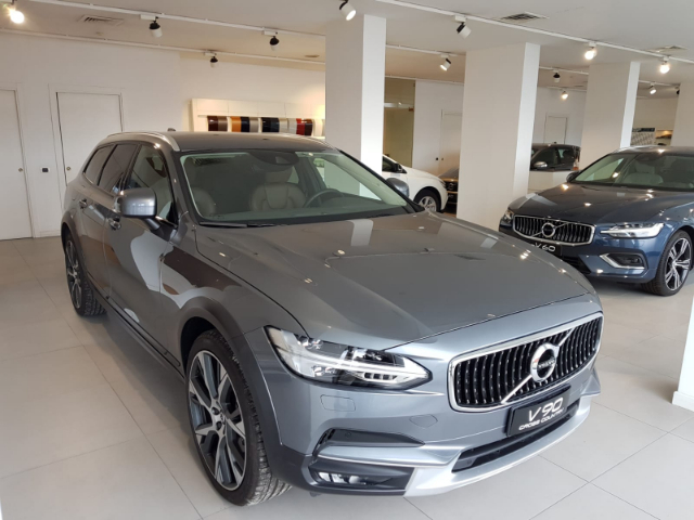 Foto Volvo V90 Cross Country Pro D4 AWD Geartronic
