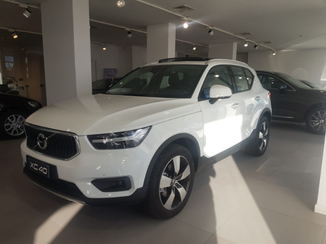 Foto Volvo XC40 D4 AWD Geartronic Momentum