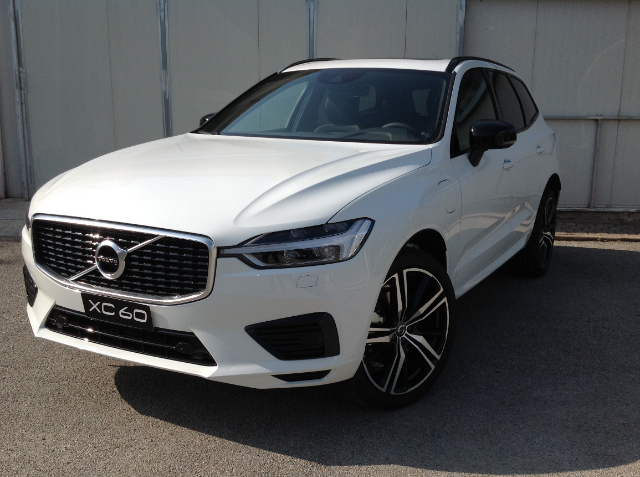 Foto Volvo XC 60 T8 TWIN ENGINE AWD GEARTRONIC R- DESIGN