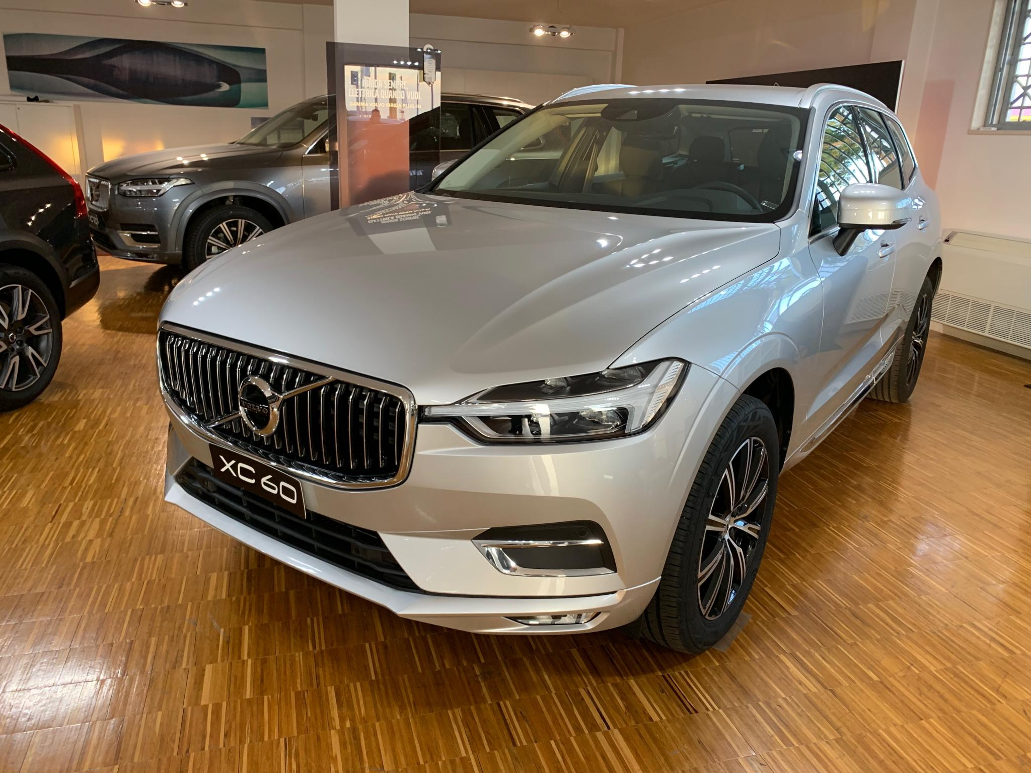 Foto Volvo XC 60 B4 (d) AWD Geartronic Inscription *A 302,74€ AL MESE*