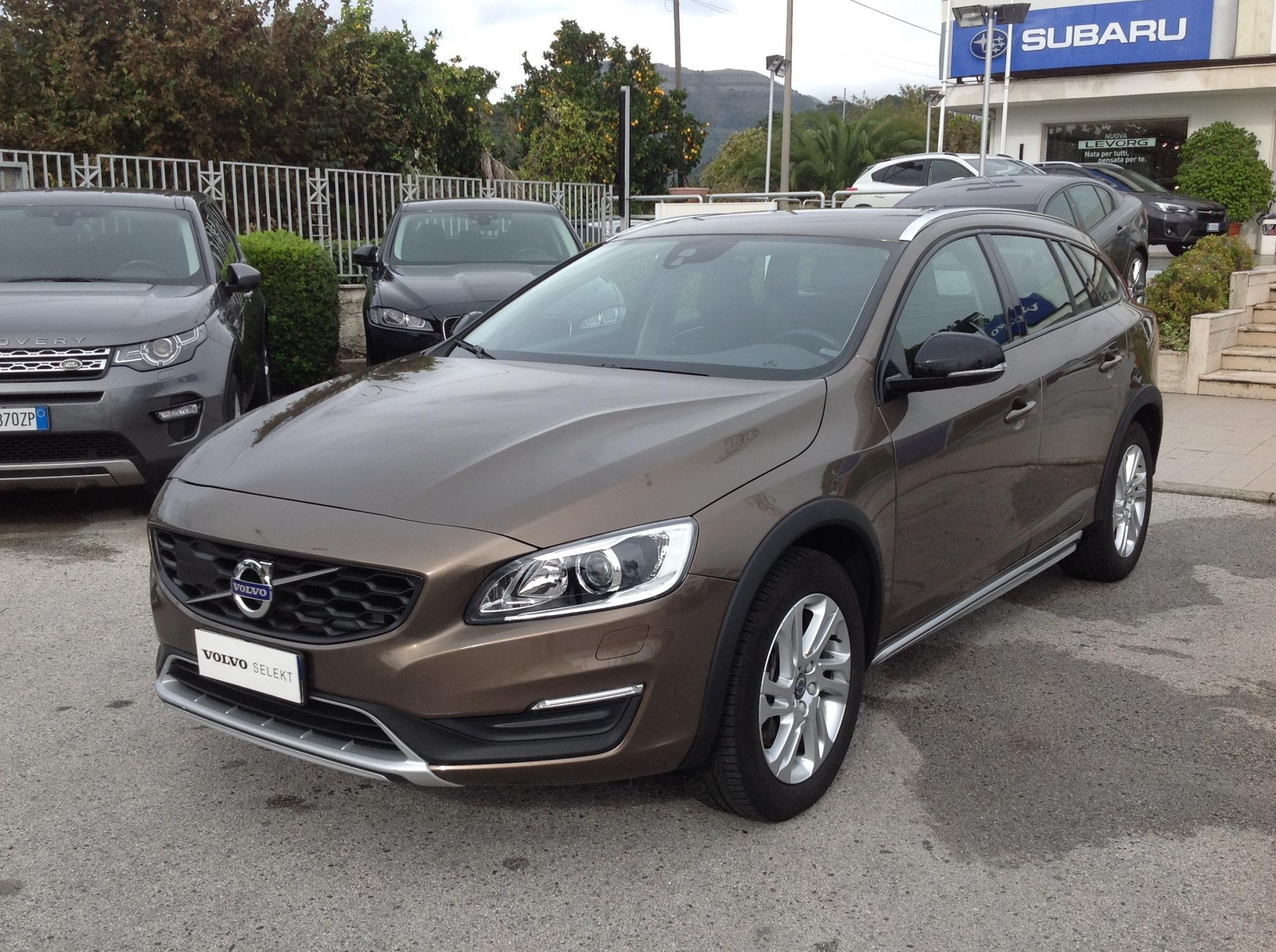 Volvo V60 Cross Country D3 150cv MOMENTUM
